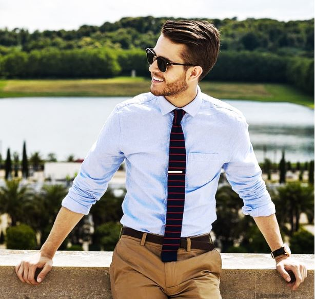 3d3cb435662a Πουκάμισο με κουμπιά + Ανασηκωμένα μανίκια + Λεπτή γραβάτα