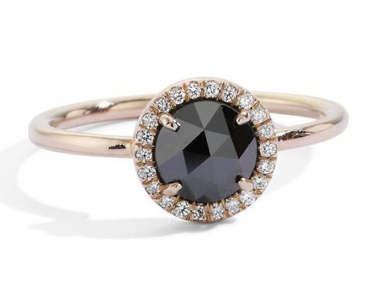 Αν θες κάτι που σίγουρα θα ξεχωρίζει τότε το ιδανικό είναι ένα μαύρο  διαμάντι. Τραβάει όλα τα βλέμματα και μοιάζει βγαλμένο από άλλη εποχή. d32943931e5