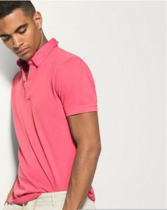 8632edb245a5 Στις μπλούζες της εταιρείας θα βρεις τις περισσότερες επιλογές. Οι βασικές  της προτάσεις για το 2016 είναι οι polo μπλούζες