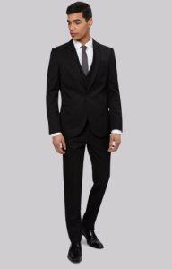 3cf9c7c7b6e7 Το μαύρο χρώμα στο γαμπριάτικο σακάκι και το παντελόνι είναι από τις πιο  κλασικές και safe επιλογές που μπορείς να κάνεις. Το συγκεκριμένο χρώμα