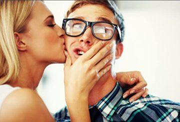 women-kiss-man