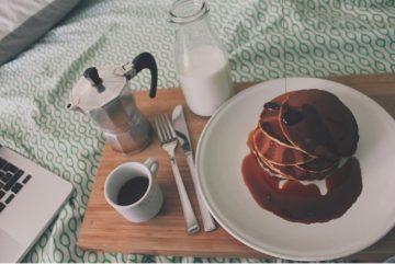 breakfast bed