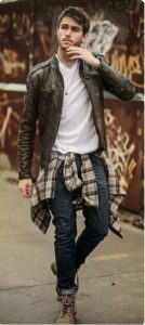 flannel-shirt-on-waist