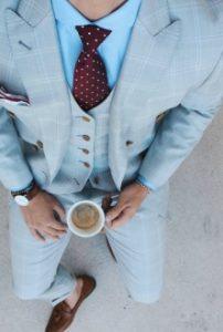 mple poukamiso-mpornto gravata