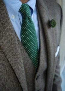 mple poukamiso-poua gravata