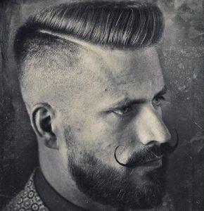 giristo moustaki