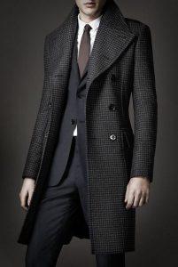 total black outfit, karo mauro palto