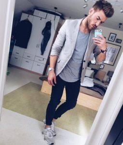 sneakers, gkri sakaki, gkri tshirt, mavro skinny jeans