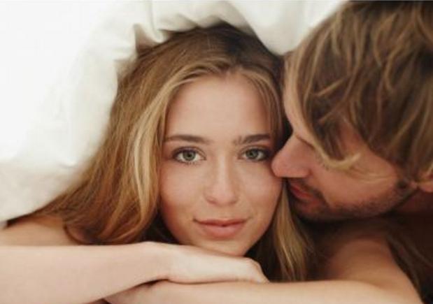 Πώς να πω αν το κορίτσι που βγαίνεις πραγματικά σε συμπαθεί FHM online dating