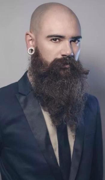 10 Στυλ για μούσι για άντρες με ξυρισμένο κεφάλι!  415389188ed