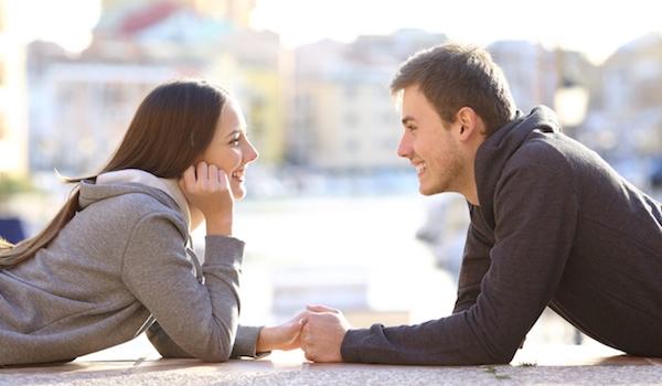 Είναι καλό να αρχίζεις να βγαίνεις ραντεβού μετά από ένα σπάσιμο