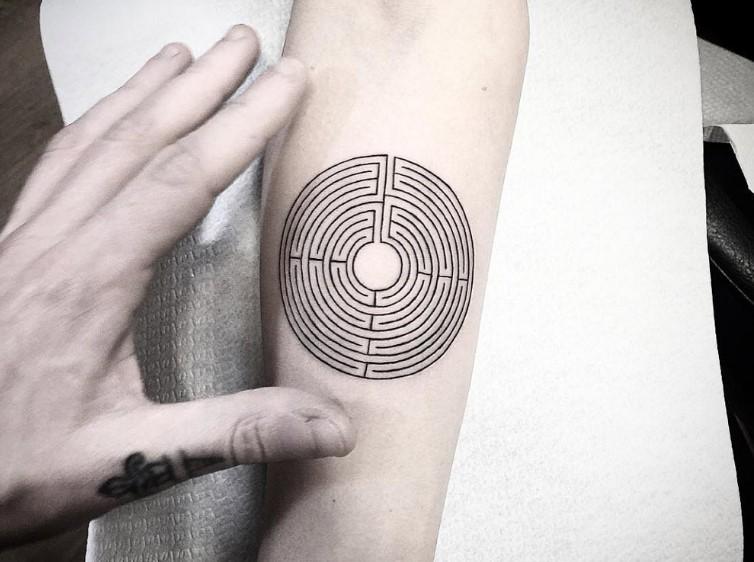 antriko tatouaz stoxos