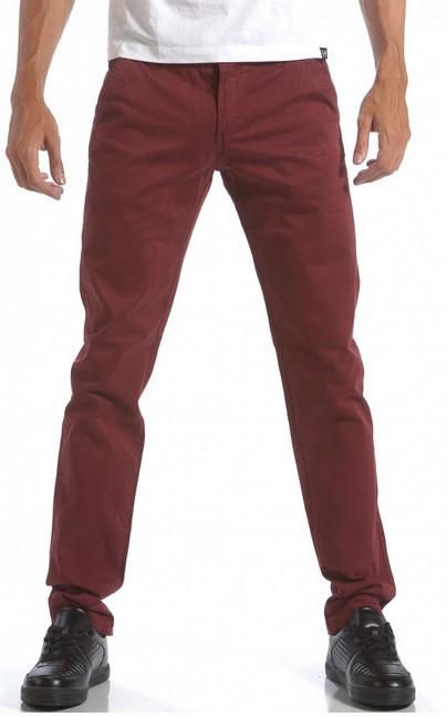 d4345beea47a Το μπορντό παντελόνι είναι μια εξαιρετική λύση για ένα μοντέρνο look