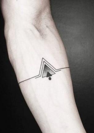 antriko tatouaz trigwna