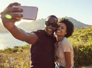 anthrwpoi bgazoun selfie