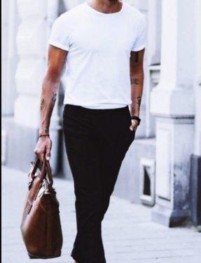 καλοκαιρινό outfit με T-shirt και slim-fit παντελόνι