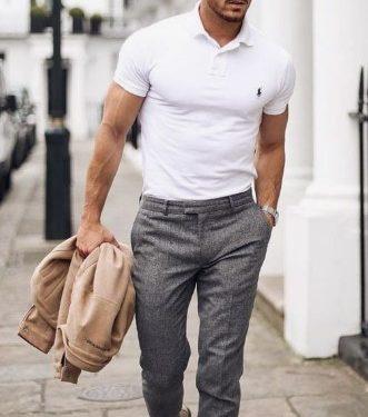 καλοκαιρινό outfit με T-shirt polo και μπεζ πανωφόρι