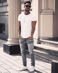casual καλοκαιρινό outfit με τζιν και T-shirt
