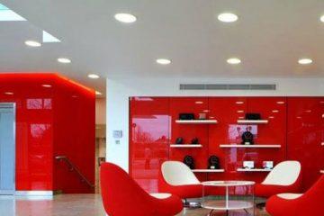 χώρος εργασίας σε κόκκινο χρώμα