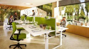 χώρος εργασίας με γραφεία