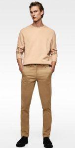 αντρικό παντελόνι σε καφέ χρώμα με γήινης απόχρωσης πουλόβερ