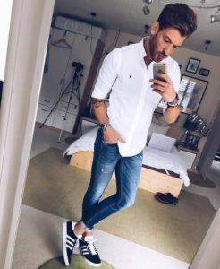 λευκό πουκάμισο με τζιν