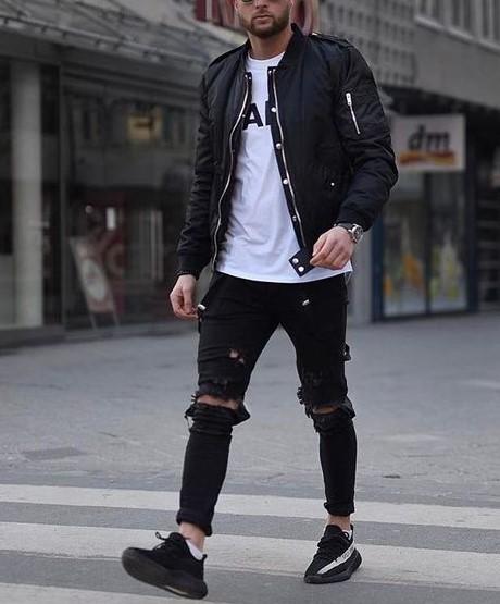 black and white συνδυασμός skinny τζιν-T-shirt-senakers