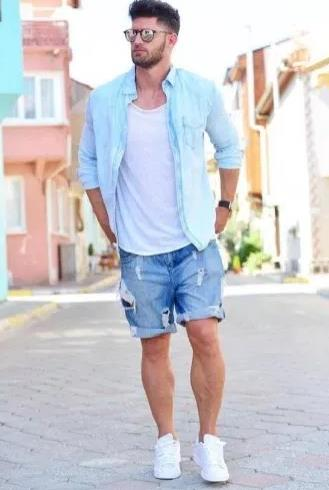 ντύσιμο με τζιν βερμούδα και πουκάμισο