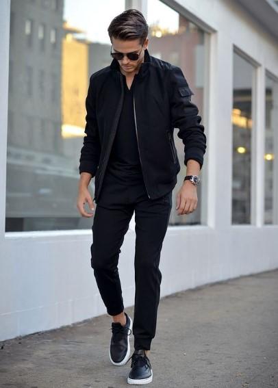 total black look με slim παντελόνι chinos