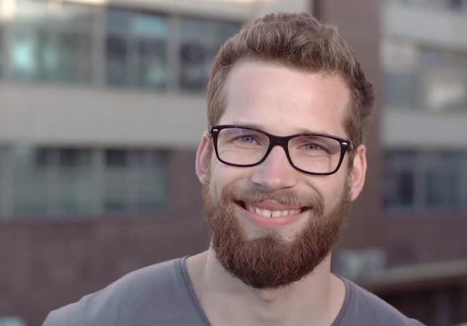 γυαλιά με κοκάλινο σκελετό