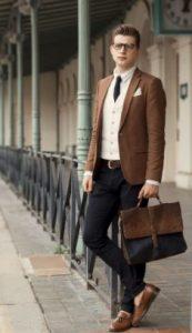 business περίσταση με Oxford πουκάμισο και καφέ σακάκι