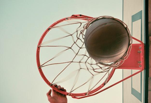 επιτόπιο άλμα-μπάσκετ