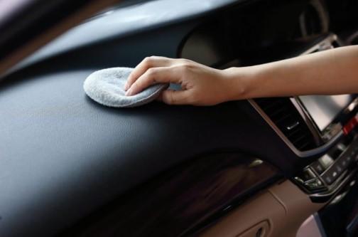 καθαρισμός-γυάλισμα ταμπλό αυτοκινήτου