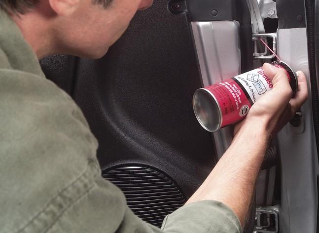 λιπαντικό σπρέι για τους μεντεσέδες του αυτοκινήτου