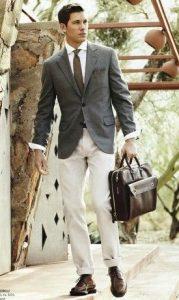 business περίσταση με λευκό Oxford πουκάμισο και γκρι σακάκι