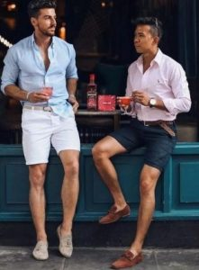 smart casual outfit με βερμούδα και Oxford πουκάμισο