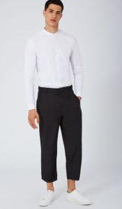 wide-leg παντελόνι με λευκό πουκάμισο