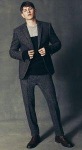 μαύρες brogue μπότες με smart-casual outfit