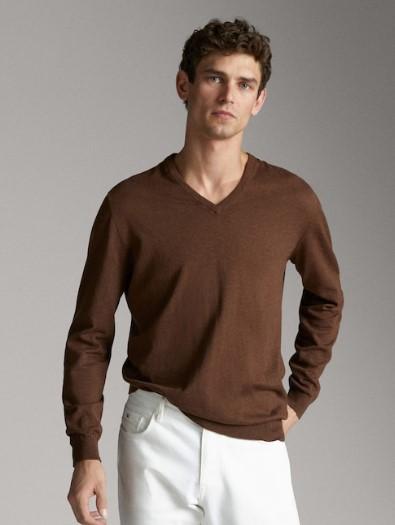 καφέ πουλόβερ με v