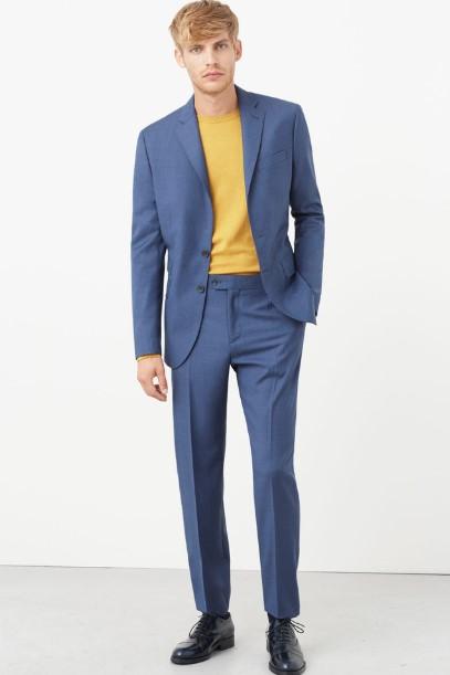 μπλε κοστούμι με κίτρινη μπλούζα
