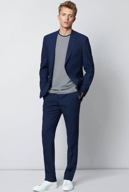 μπλε κοστούμι με breton T-shirt