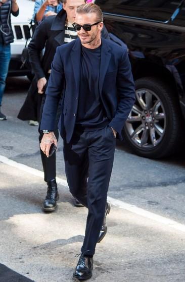 total blue look με κοστούμι