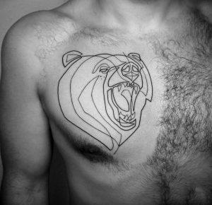 αρκούδα στο στήθος τατουάζ