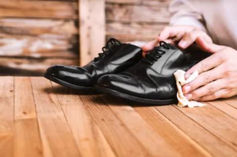 καθάρισε προσεκτικά τα δερμάτινα παπούτσια σου