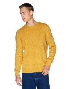 κίτρινη μάλλινη μπλούζα Ανδρικές πλεκτές μπλούζες Benetton Οι πλεκτές μπλούζες είναι ένα απαραίτητο ρούχο για το χειμώνα. Στα Benetton θα βρεις όποιο στυλ πλεκτής μπλούζας και πουλόβερ μπορεί να σου ταιριάζει. Πλεκτά με λαιμόκοψη, με V, με έντονα καρό μοτίβο, με το κλασικό λογότυπο της εταιρείας ή ακόμα και πιο basic, μονόχρωμα πουλόβερ. Η ποιότητά τους είναι όπως πάντα φοβερή, αφού το μαλλί είναι τόσο μαλακό.
