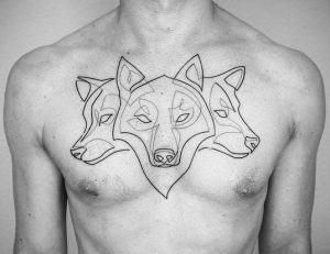 λύκοι ταττού στο στήθος