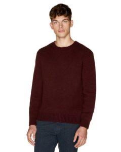 πλεκτό πουλόβερ μπορντό Ανδρικές πλεκτές μπλούζες Benetton Οι πλεκτές μπλούζες είναι ένα απαραίτητο ρούχο για το χειμώνα. Στα Benetton θα βρεις όποιο στυλ πλεκτής μπλούζας και πουλόβερ μπορεί να σου ταιριάζει. Πλεκτά με λαιμόκοψη, με V, με έντονα καρό μοτίβο, με το κλασικό λογότυπο της εταιρείας ή ακόμα και πιο basic, μονόχρωμα πουλόβερ. Η ποιότητά τους είναι όπως πάντα φοβερή, αφού το μαλλί είναι τόσο μαλακό.