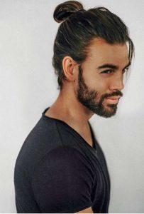 άντρας κοτσίδα μακριά μαλλιά