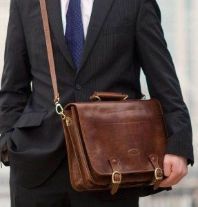 δερμάτινη καφέ τσάντα ταχυδρόμου