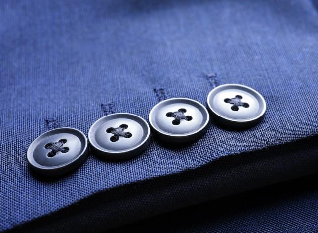 αντικατέστησε τα κουμπιά του κοστουμιού σου